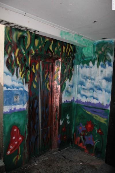 Лифт в дереве рисунок на стене
